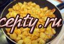 Картошка жареная на сковороде с луком